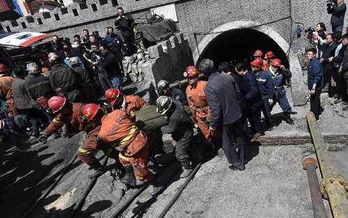 Hàng trăm nhân viên cứu hộ được huy động tại khu mỏ than (ảnh: Tân Hoa xã)