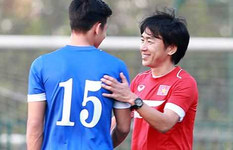 HLV Miura cùng lúc dẫn dắt hai đội tuyển Việt Nam.