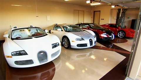 Mayweather mua 100 xe chỉ tại một đại lý, trong đó có 16 xe siêu sang Rolls-Royce và 3 chiếc Bugatti.