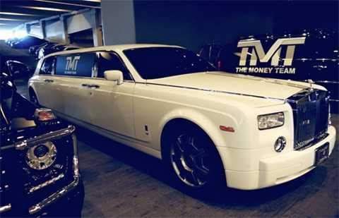 Trong số những chiếc Rolls-Royce của Mayweather còn có một chiếc thuộc phiên bản limousine.