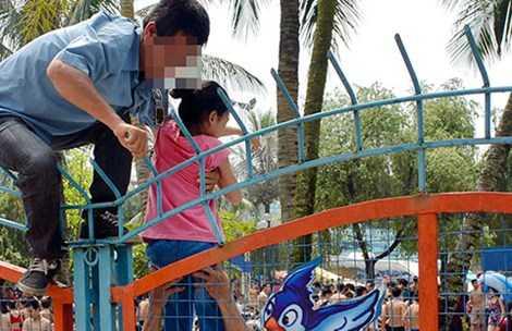 Bí thư Thành ủy Phạm Quang Nghị nhấn mạnh vụ việc xảy ra tại Công viên nước Hồ Tây khiến dư luận bức xúc vì văn hóa ứng xử nơi công cộng quá kém của một bộ phận người dân. Ảnh: CTV