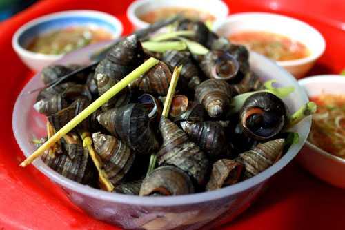 Ốc là một trong những món ăn đường phố được nhiều người chuộng.