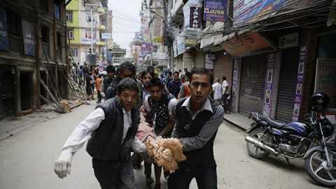 Truyền thông Nepal nói toàn bộ những người bị thương đã được đưa tới bệnh viện - Ảnh: AP