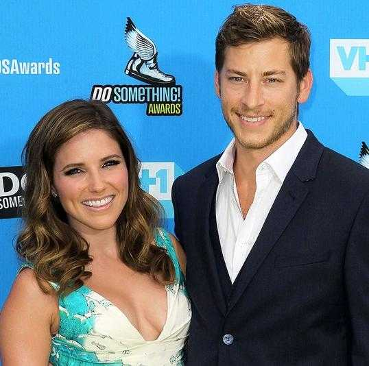 Dan Fredinburg và nữ diễn viên Sophia Bush