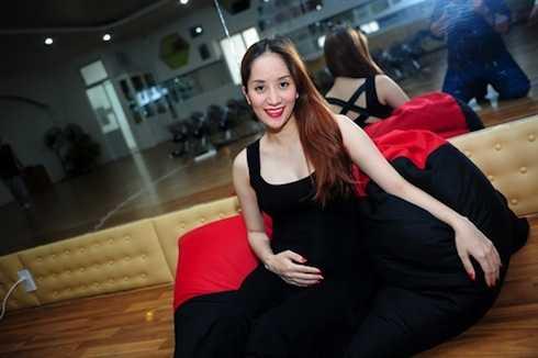 Khánh Thi đang mang thai bé trai ở tháng thứ 6.