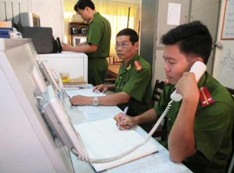 Cảnh sát phản ứng nhanh Công an tỉnh Vĩnh Long tiếp nhận tin trình báo của người dân qua tổng đài 113.