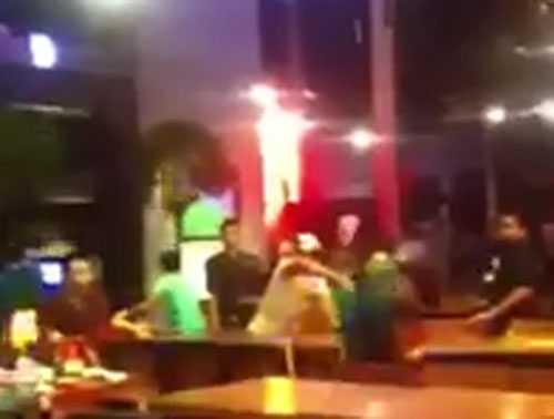 Hỗn chiến tại quán Poc Poc Beer Club. Ảnh cắt từ video clip