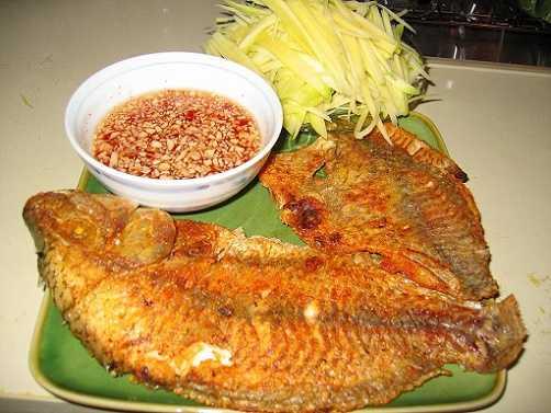 Cá rán là món ăn thơm ngon, bổ dưỡng được nhiều người ưa thích.