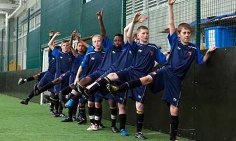Những đứa trẻ sinh tháng 9, 10, 11 luôn được ưu tiên hơn ở các Học viện bóng đá