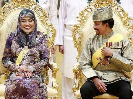 Sultan Hassanal Bolkiah (Quốc vương Brunei) là 1 trong những Quốc vương giàu có nhất trên thế giới với khối tài sản ròng lên tới hơn 20 tỷ USD