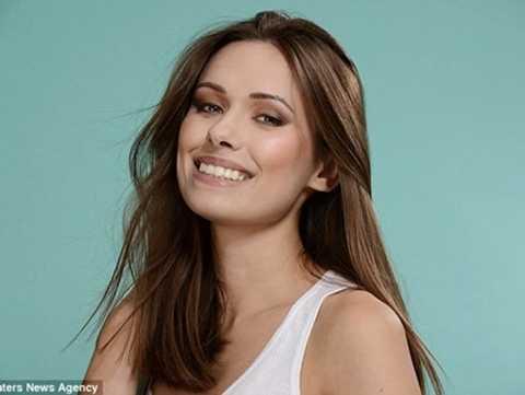 Emily Grimson, cô người mẫu có khuôn mặt xinh đẹp nhưng bộ phận giúp cô kiếm ra tiền lại là đôi bàn tay