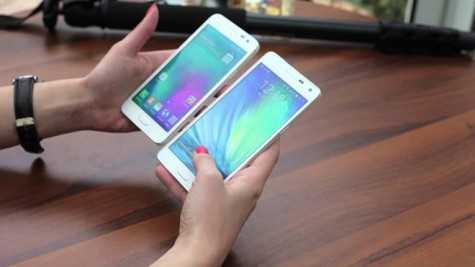 Galaxy A3, A5 - 2 trong số những smartphone giảm giá mạnh nhất dịp nghỉ lễ. Ảnh: Usporedi.