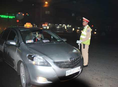 """Xử phạt """"nguội"""" sẽ nâng cao ý thức chấp hành Luật Giao thông của lái xe taxi."""
