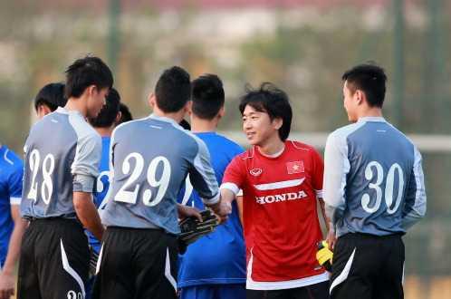 HLV Miura luôn rất thận trọng khi chọn lựa thủ môn nhưng rồi vẫn chưa tìm ra ai xứng đáng đặt trọn vẹn niềm tin