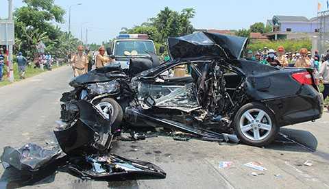 Hiện trường vụ tai nạn khảm khốc khiến 6 người chết và 1 người đang nguy kịch