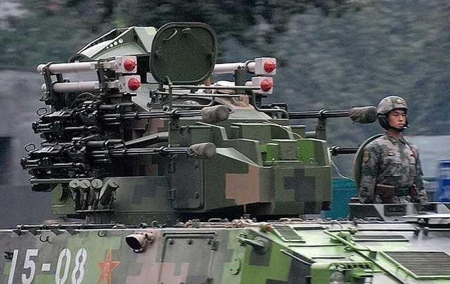 Xe chỉ huy - radar CLC-2 và Type 95 SPAAA