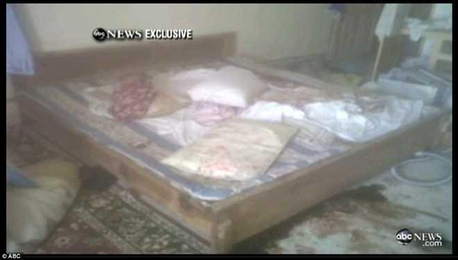 Máu trên giường tại dinh thự của Osama bin Laden ở Pakistan sau cuộc đột kích của lính đặc nhiệm Mỹ năm 2011. Ảnh: ABC
