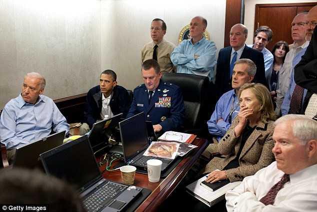 Tổng thống Barack Obama và các quan chức cấp              cao theo dõi chiến dịch tiêu diệt Osama bin Laden của nhóm lính đặc              nhiệm SEAL vào năm 2011. Ảnh:Getty Images