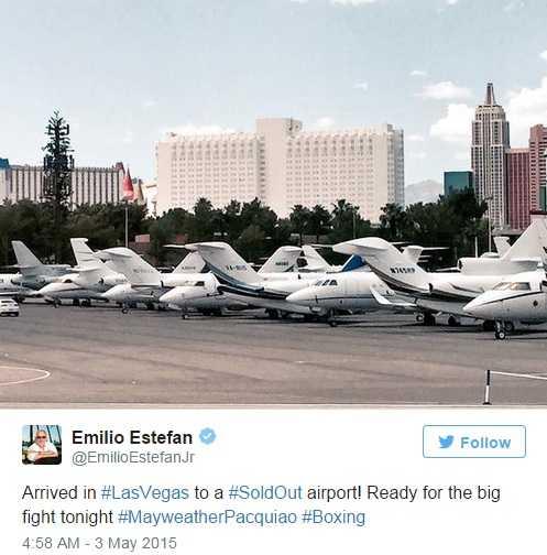 Emilio Estefan, nhà sản xuất âm nhạc nổi tiếng cũng đến Las Vegas bằng máy bay riêng để theo dõi trận đấu này.