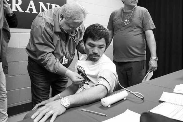 Pacquiao kiểm tra y tế trước giờ G