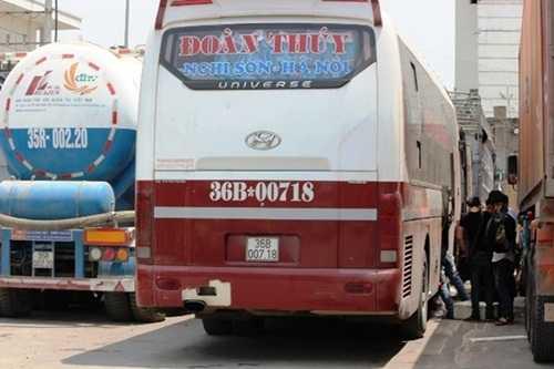Xe nhồi nhét khách bị CSGT xử phạt (Ảnh: Báo giao thông)