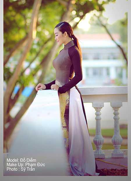 Với những họa tiết về vùng quê Đồng Tháp được thể hiện trên chiếc áo dài Việt Nam, Sỹ Trần muốn giới thiệu đến các bạn bè nét đẹp của quê hương mình