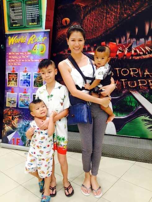 Trang Trần và ba cậu con nuôi.