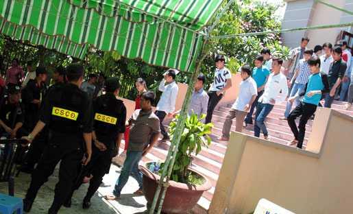 Có đến hơn 100 cảnh sát được điều động đến bảo vệ phiên tòa trong 5 ngày xét xử.