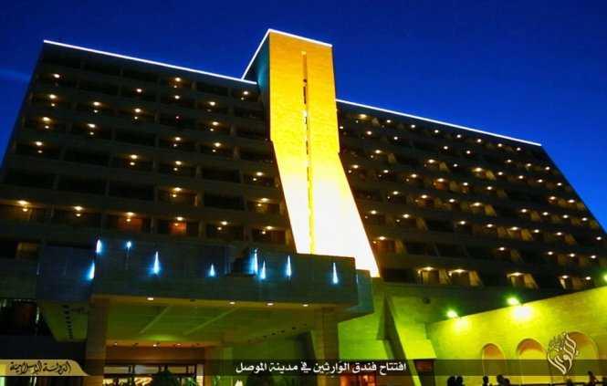 Quang cảnh khách sạn về đêm