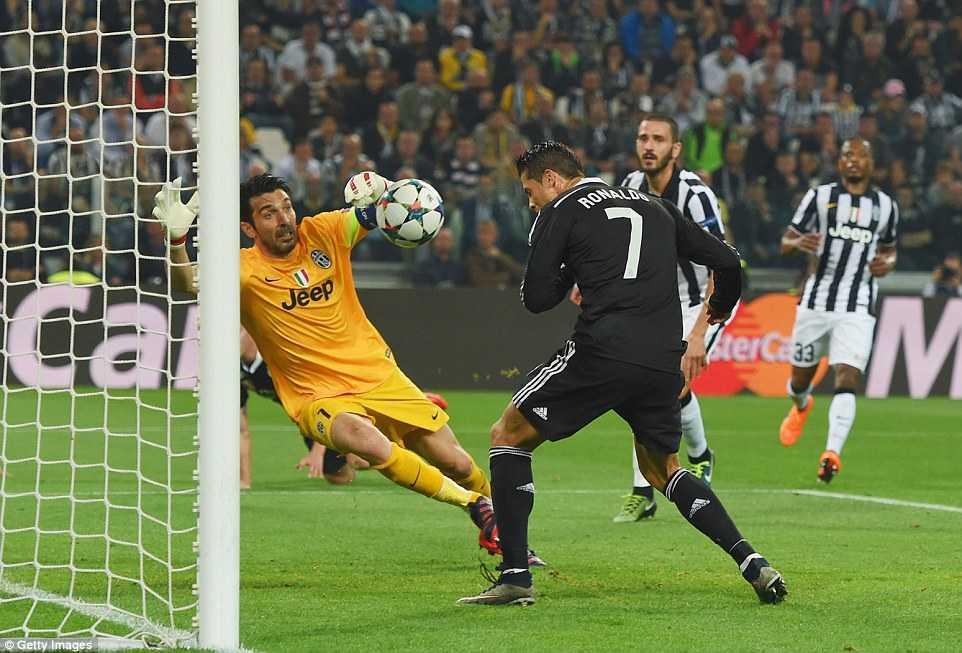 Ronaldo gỡ lại 1 bàn cho Real