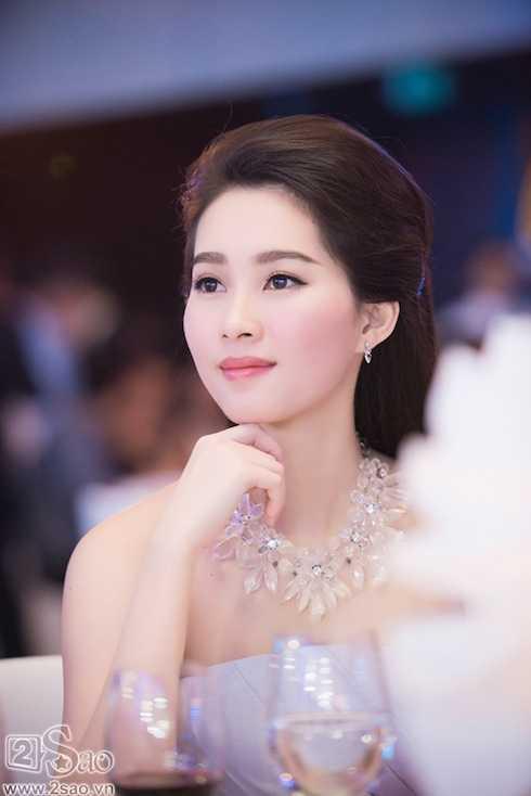 Nhan sắc đẹp mê hồn của hoa hậu Thu Thảo.