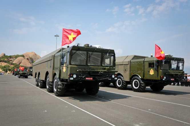 Lữ đoàn 681 duyệt đội hình tại lễ kỷ niệm 60 năm ngày thành lập Hải quân Việt Nam - Ảnh: Tiến Thành