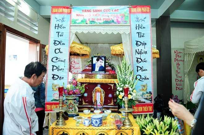 Linh cữu của Duy Nhân được đặt ở chùa Vĩnh Nghiêm (TP HCM) để thuận tiện cho bạn bè, đồng nghiệp thăm viếng như ước nguyện cuối cùng của nam diễn viên.