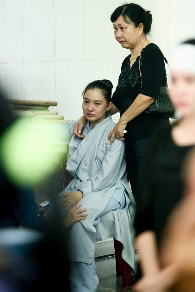 Người thân ở Huế cũng vào TP HCM để động viên Kiều Oanh. Trước đó, cô chia sẻ, khi mới phát hiện bệnh ung thư, chồng từng đuổi cô về nhà mẹ đẻ.