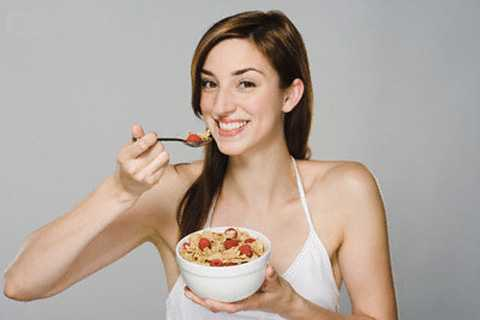 Bạn tuyệt đối không nên ăn đồ ăn nhanh và chứa nhiều chất béo.