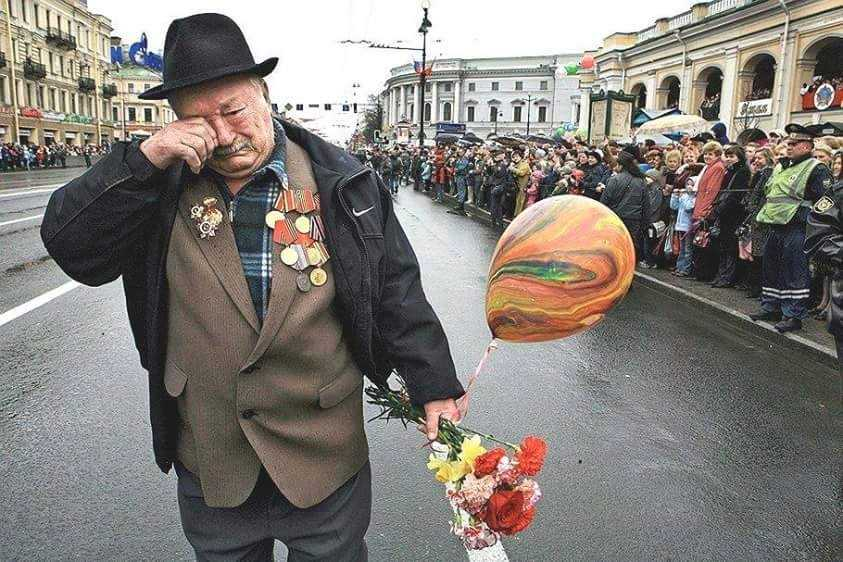 Người lính già (người Azezbaizan) đã khóc khi sau 70 năm vượt hơn 2.000km lên Moscow không tìm được đồng đội cũ của mình