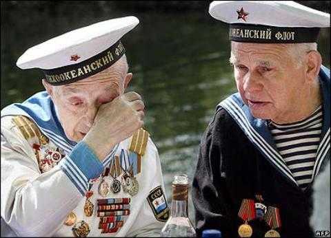 Cựu binh - thủy thủ Nga của Chiến tranh Vệ quốc Vĩ đại rưng rưng ngày gặp lại