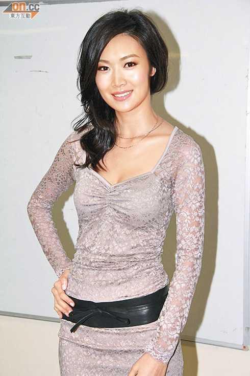 Kể từ khi yêu Huỳnh Hữu Long khiến Thúy Thúy bị bủa vây bởi thông tin cô được đại gia bao nuôi.