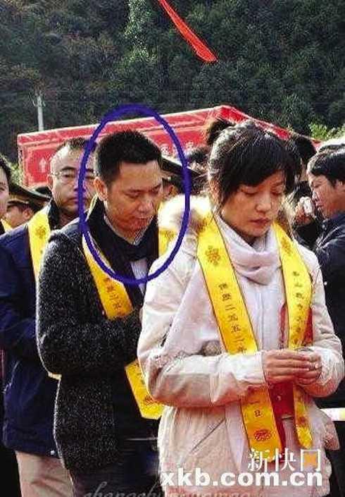 Triệu Vy và Huỳnh Hữu Long lễ Phật cầu con.