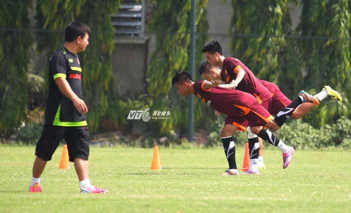 Các cầu thủ U23 Việt Nam tập riêng (Ảnh: Quang Minh)