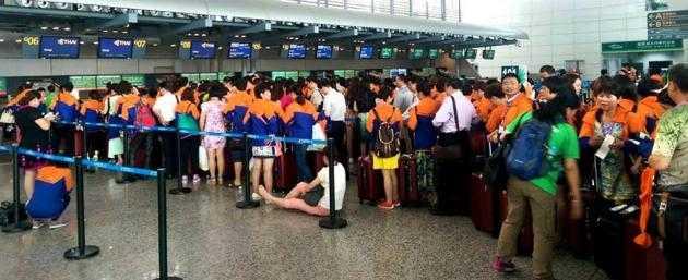 Hình ảnh nhân viên công ty tại sân bay trước khi lên đường sang Thái Lan.