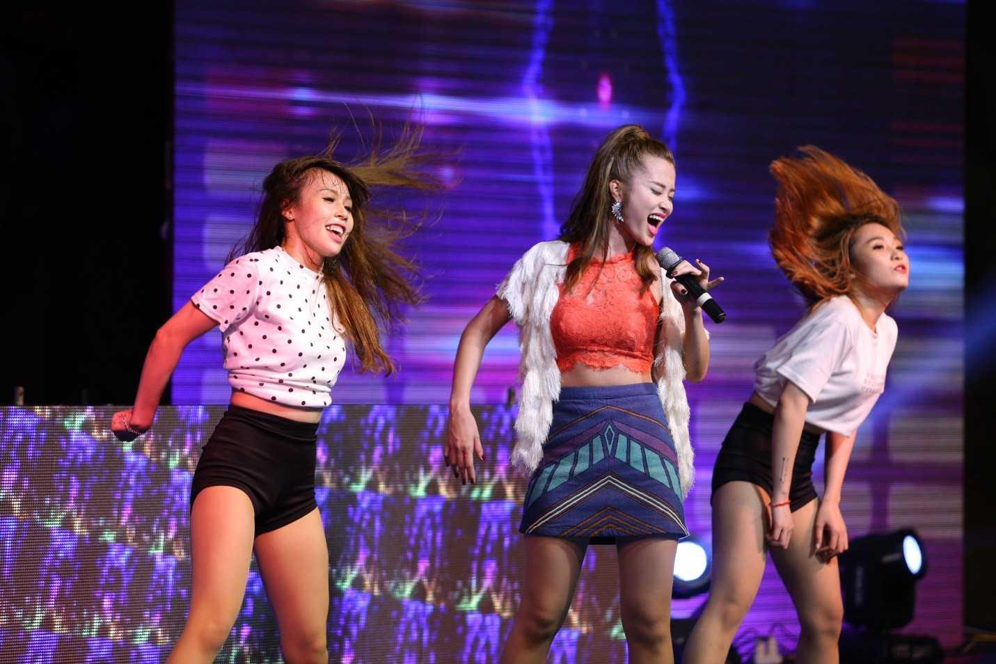 Đêm đại tiệc như vỡ òa với sự xuất hiện của ca sĩ Đông Nhi – Giải đặc biệt The Remix 2015