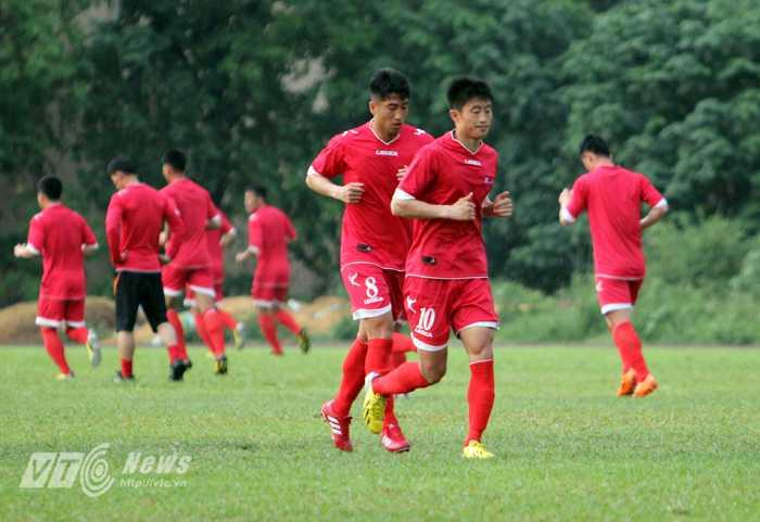 Cầu thủ CHDCND Triều Tiên trên sân tập (Ảnh: Hà Thành)