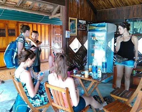 Quán cà phê 'Hồ trên núi' và home stay là nơi rất được khách nước ngoài ưa chuộng.