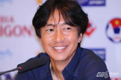 HLV Miura không cho Công Phượng cơ hội vào sân (Ảnh: Hà Thành)