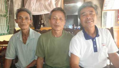 (Từ trái sang) Ông Cao Xuân Tước, Cao Xuân Khanh và Lê Minh Chinh. Ảnh: Kiến Nghĩa