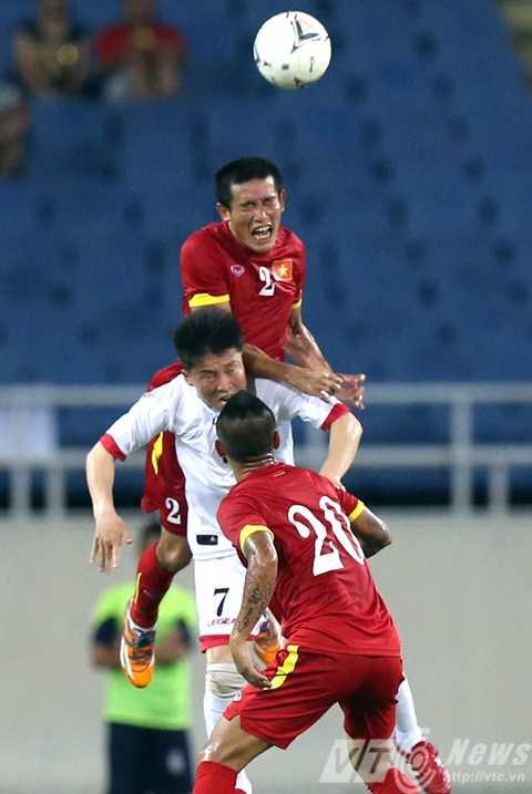 Cầu thủ 33 tuổi Chí Công chơi rất quyết liệt, chắc chắn ở hàng thủ