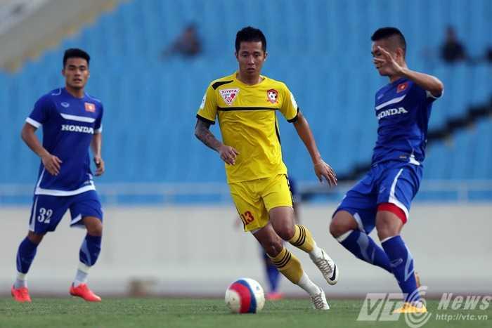 Tuyển Việt Nam chơi khởi sắc hơn trong hiệp 2