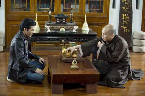 """Với vai Hùng trong phim """"Quyên"""", Trần Bảo Sơn đã chứng tỏ phong độ ổn định của mình từ những vai diễn đầu tiên đến nay. Dù mỗi nhân vật là một số phận khác biệt, nhưng Trần Bảo Sơn đã luôn đi đến tận cùng với nhân vật của mình."""
