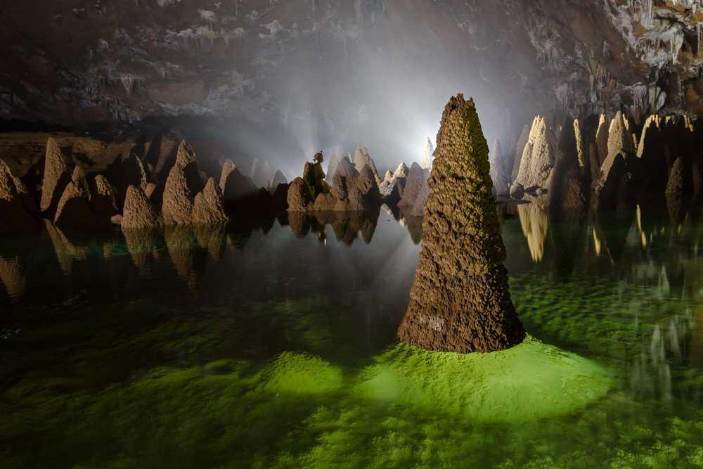 Một hình ảnh ấn tượng trong lòng Hang Va gần Sơn Đoòng